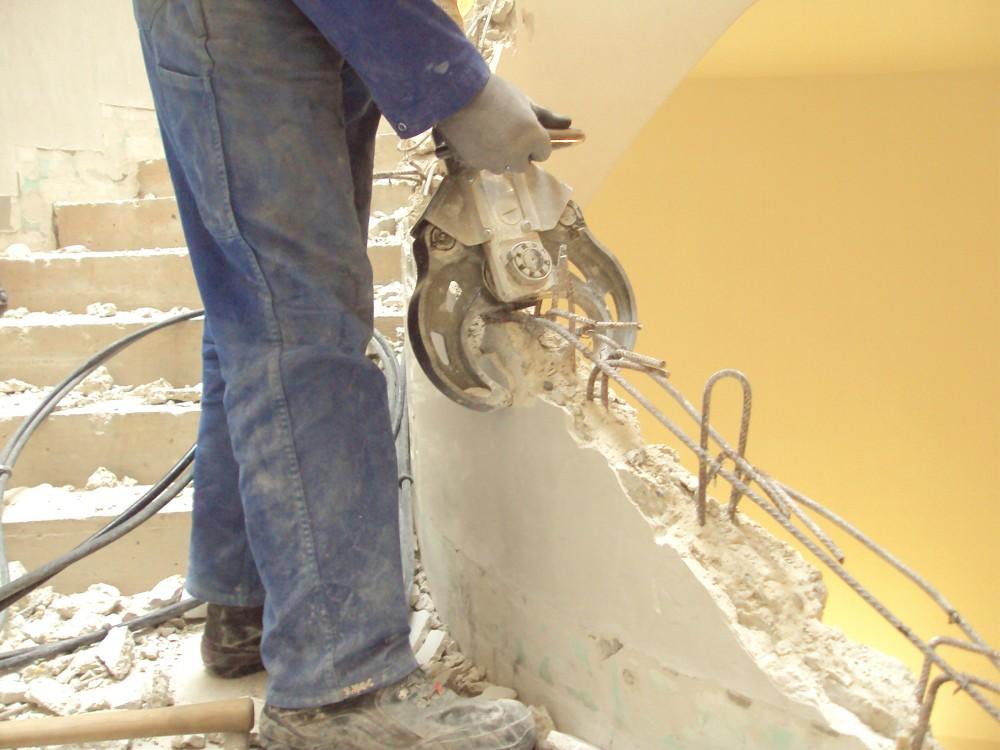Hydraulischer Abbruch Stiegenhandlauf